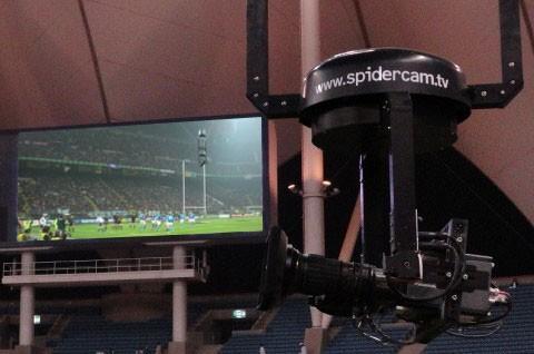 Одной из изюминок телетрансляций является использование так называемых камер-пауков, парящих над стадионом на специальных тросах-подвесах