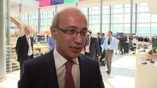 Лютфи Эльвана(Lütfi Elvan), занимающий пост министра транспорта, судоходства и коммуникаций Турции