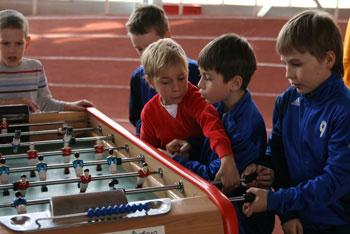 Настольный футбол для взрослых и детей